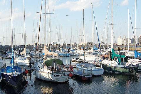 船と水差し込み写真(ボート置き場)